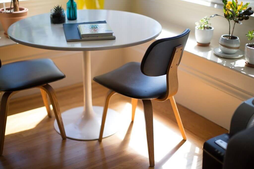 panele podłogowe - układanie paneli to prosty sposób na zwiększenie atrakcyjności mieszkania
