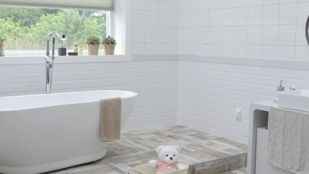 układanie płytek łazienkowych